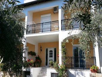 vila-efis-garden-1