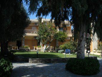 aparthotel-dionisos-hanioti-1