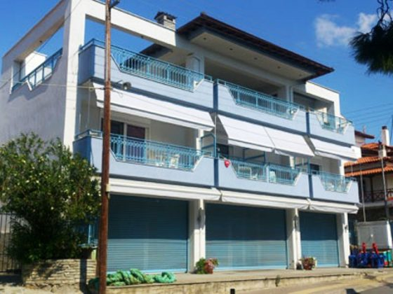 vila-blue-house-neos-marmaras-1